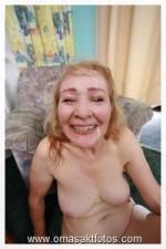 Grossmutter nackt